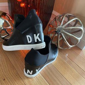 DKNY wedge runners
